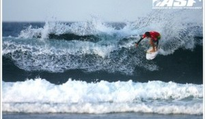 Santa Surf Pro Gets Underway, Collazo Takes Control of San Juan's Lefthanders