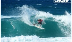 Nicol Tames Testing Conditions, Top Seeds Control Day 3 of Estoril Coast Pro