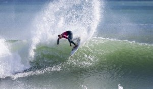 Moore Takes Out TSB Bank Women's Surf Festival