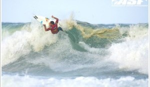 Favorites Dominate Solid Tricky Waves on Day 2 of Sooruz Lacanau Pro